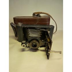 Eastman Kodak: No 2 Folding Autographic Brownie